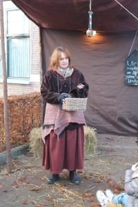 als 'zigeuner'-verhalenvertelster tijdens het Historisch Schouwspel in Den Ham, Overijssel